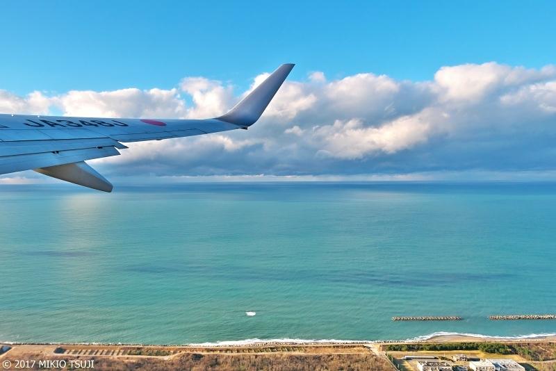 絶景探しの旅 - 0429 穏やかな冬の日本海(石川県 小松空港上空)